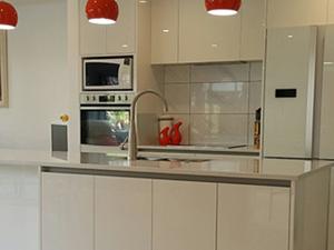 Solid Surface Kitchen Backsplash